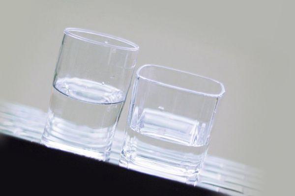 Ловушка для блох в виде стаканов