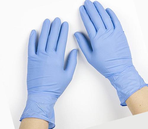 Использование перчаток по время обработки помещения