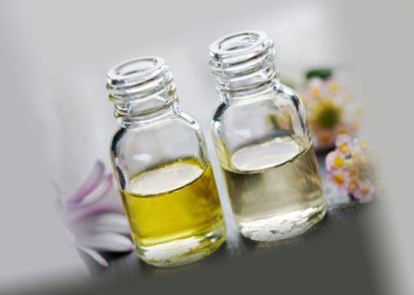 Эфирные масла двух цветов от тараканов